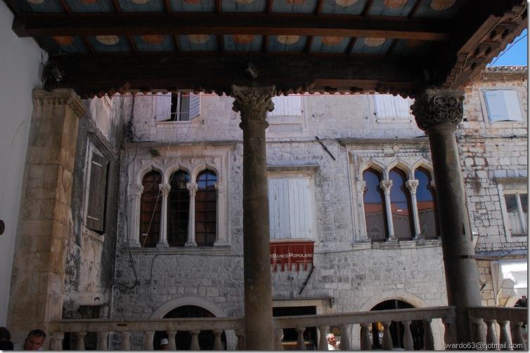DSC_6380 Logia en la plaza de Trogir
