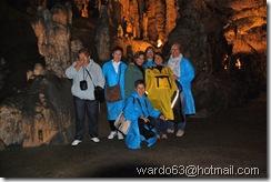 DSC_4799 - las chicas en el interior de la cueva